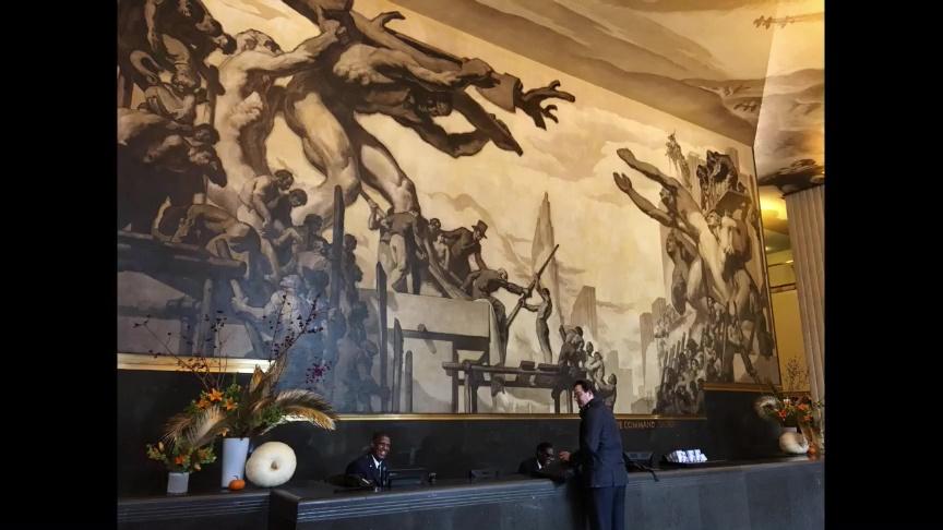 ロックフェラー・センター正面玄関の壁画