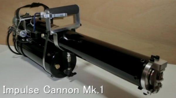 [夏休みの科学実験]超強力水鉄砲作ってみた。厚さ3ミリのプラ板が真っ二つ! 威力も反動もヤバイ