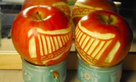 皮と皮をつなげる職人技! リンゴでゴールデンゲートブリッジを作ってみた