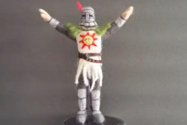 太陽万歳! 『DARK SOULS』太陽の騎士ソラールをフェルトで作ってみた。Y字ポーズがカワイイ