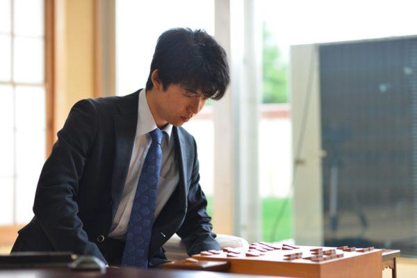 中学生棋士・藤井聡太四段、進学の意向を固める「全てのことをプラスにする気持ちでこれからも進んでいきたい」