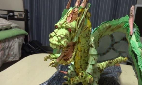 紙も積もれば竜となる? 15000枚の付箋でドラゴンを作ってみた