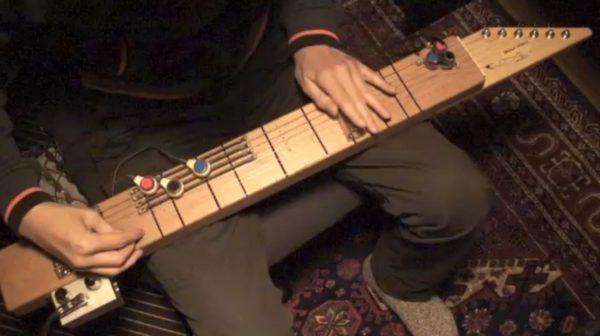 琴? ギター? 謎の技術で作られた自作弦楽器で『Lonely Woman』を弾いてみた