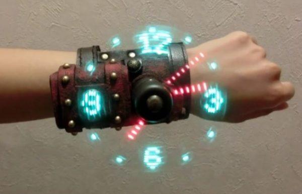 近未来的! アナログ時計の文字盤が浮き出るスチームパンクな腕時計