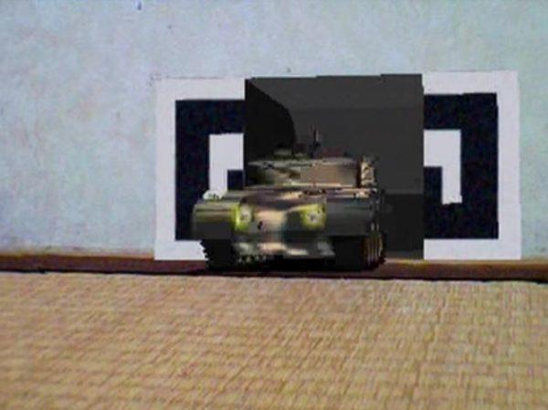 自宅の壁が戦車の格納庫に? 次々と戦車が出てくる不思議な壁紙