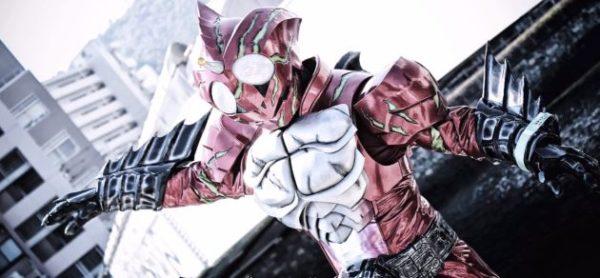 まるで本物!? 『仮面ライダーアマゾンズ』アマゾンアルファのコスプレの出来がすごい!