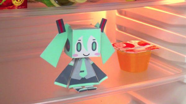まるで妖精? 冷蔵庫の中に住んで話しかけてくる初音ミクを作ってみた