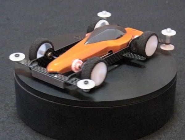 車重30g! 残像が残るほど速いカーボンブレームの超軽量ミニ四駆を作ってみた