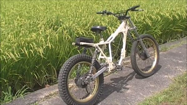 逆転の発想!? ホンダのオフロードバイク『TLR200』を改造して自転車に。実用性はともかくカッコイイ