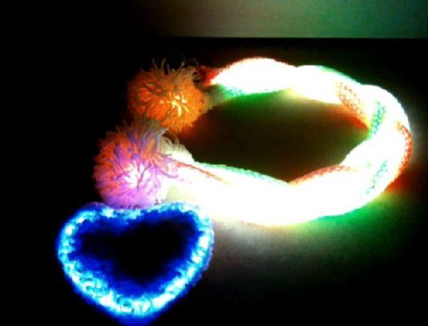 みんなの視線を独り占め! LEDで4色に光るマフラーを作ってみた