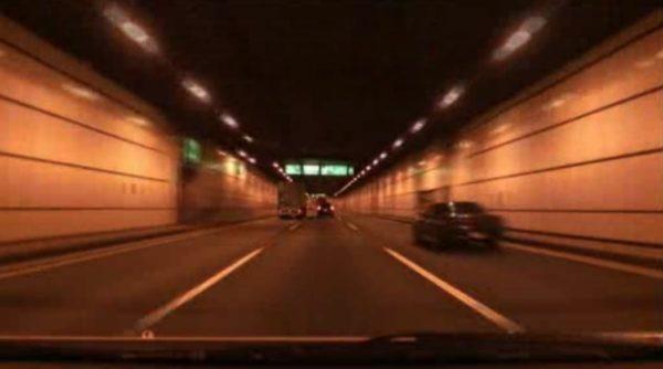 運転初心者におすすめの高速道路「首都高速湾岸線」。朝日に照らされる京浜臨海地区が美しい