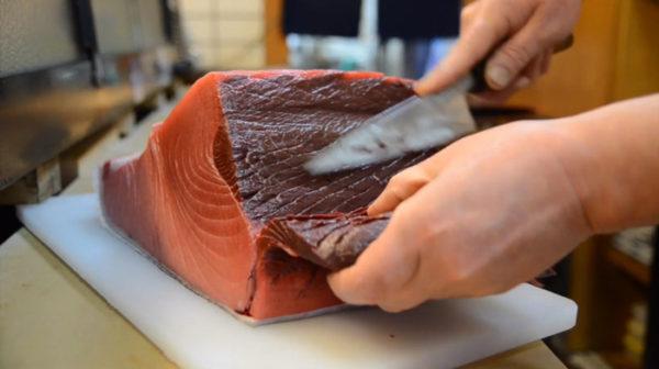 """【フェチ動画】寿司職人の手つきはエロい。まぐろがお寿司になる行程を余すとこなく収録した動画が""""しっとり""""してて官能的"""