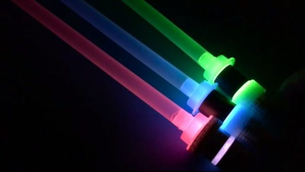 ホースの覚醒!? 灯油のホースで『スターウォーズ』ライトセーバーを作る!