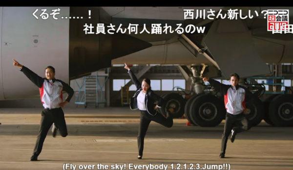 JALの本気キター!社員がボーイング777-200型機の前でキレッキレなダンスを披露