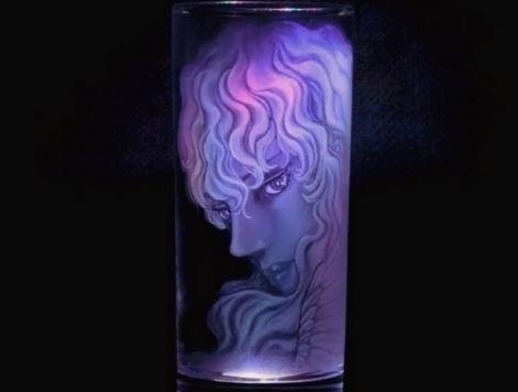 『ベルセルク』グリフィスを100均グラスに彫る猛者が現る。透き通る美しさを目撃せよ!「高くついたな…このグラスは…」