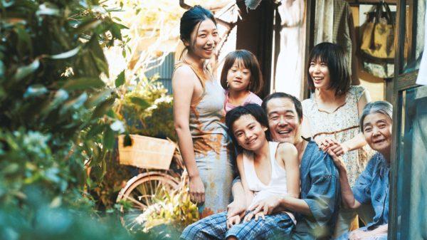 映画『万引き家族』は是枝作品の集大成。『そして父になる』『誰も知らない』…これまでの作品と連なるテーマを評論家が解説
