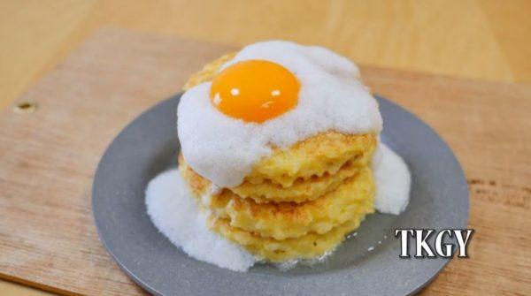 「パンケーキ風の卵かけご飯」がシャレオツすぎる! 卵・めんつゆ・ごはん…あくまでも卵かけご飯の食材のみを使用したこだわりの一品