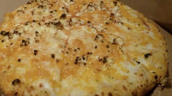 どっさり15倍チーズ!? アメリカのドミノピザで大量のトッピングをオーダーをした動画投稿者、勢い余って日本の誇りまで救ってしまうの巻