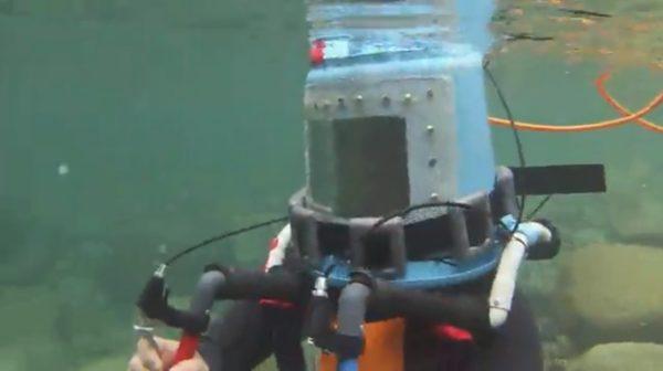 """""""謎の技術力""""でホームセンターのバケツを潜水装置に改造する猛者現る 浮上・潜行もレバーひとつで自由自在"""