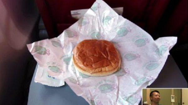 北朝鮮からの帰国便で出た機内食がひどすぎた話。渡航費35万円でこれは……