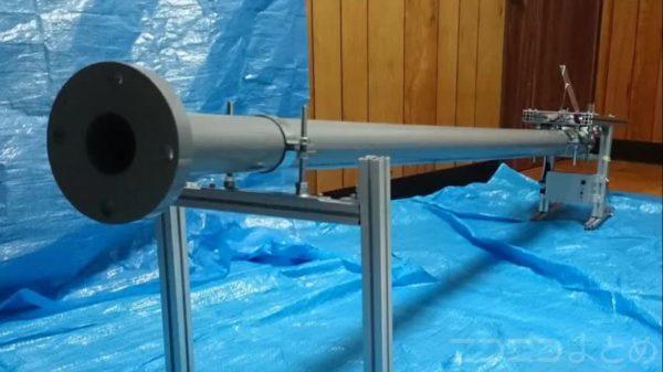 その速度、新幹線級。時速261kmのテニスボールを放つ「高速ボール発射装置」を自作。あまりの威力にラケットが吹き飛ぶ