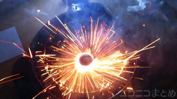 """これぞリアル""""ドランザー""""! ベイブレードに花火を装備した結果、めちゃくちゃかっこいいベイブレードが誕生した"""