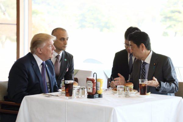 「なぜ日本と中国は二泊で、韓国だけ一泊なんだ」トランプ氏のアジア歴訪を総括――日本と韓国の外交スキルに違いが出た理由