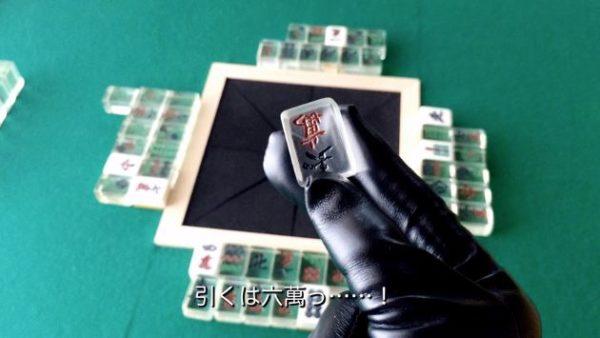 『アカギ』の鷲巣麻雀卓を作ってみた。ガラス牌に自作の革手袋でツモのシーンを圧倒的に再現・・・!