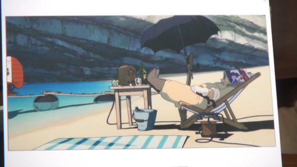 """宮崎駿が『紅の豚』に忍ばせた""""ちょっぴりオトナ""""な要素を解説「ビーチに敷いたバスタオル」「家の隣に立てたテント」の真相とは?"""