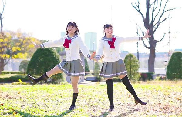 双子のように息ぴったりなセーラー服美少女×2のダンスが眩しすぎ! 仲良しさが溢れるダイナミックな振付に「瞬時に萌えた」【わたりりあ】