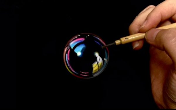 """コレ実は○○○に描いています…透明感あふれるシャボン玉を""""アレ""""に描く技術に「これはやばい」「まじかw」など驚きの声多数"""