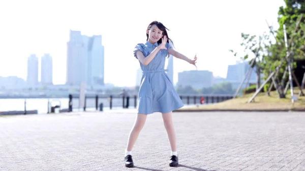 清楚ワンピお嬢さまの尊すぎる振り付けに胸キュン! 風に揺れる天使のような笑顔に「コップのふちに舞い降りてほしい」【踊り手:芦屋ねぎ】
