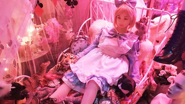 「空き地で焼けこげた人形を拾ったのが始まり」──ラブドールひしめく狂気の館に潜入レポ。なぜ人形を集めるのか館主に聞いてみた