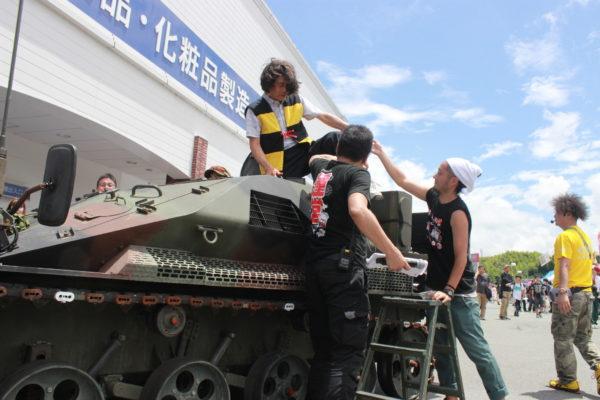 町長が装甲車で登場! コスプレ、痛車etc…お楽しみ要素がメガ盛りだった「ニコニコ町会議in三重」を写真でご紹介