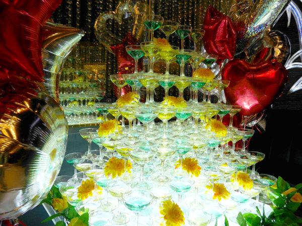 """ホストクラブでコスプレ撮影できる""""ホスプレ""""イベントに潜入! 150万円のシャンパンタワーに450万円のお酒、ホストのガチコールに包まれて天国だった"""