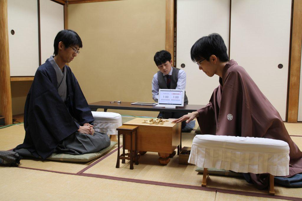 左から、千田翔太五段、豊島将之七段。