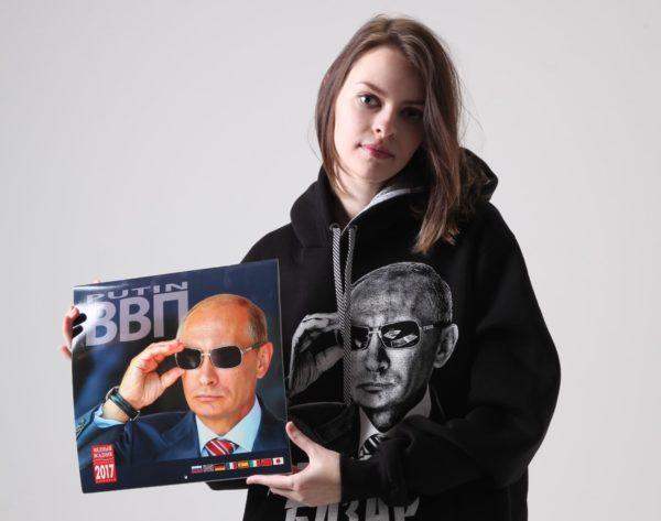 【プーチンTシャツ撮影会】ロシアでバカ売れのプーチンTシャツ23枚輸入して、現地で流行してる理由を聞いてみた
