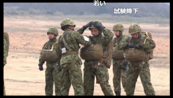 「これならゴジラが来ても安心?」 陸上自衛隊・第一空挺師団の訓練がすごすぎる!