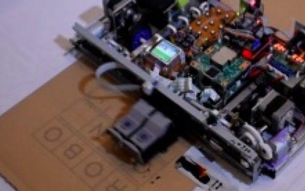 インクジェットプリンターが走る!? 逆転の発想で生まれた自走式プリンターとは?