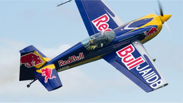 最高時速370km「レッドブル・エアレース」日本人で唯一参戦のパイロット・室屋選手が母国二連覇への意気込みを語る「熱い声援を送っていただけるとスピードも上がります」