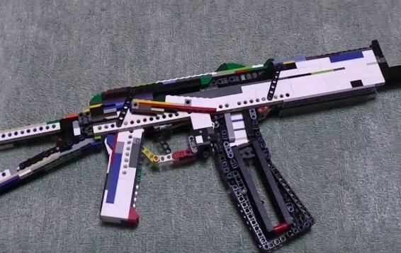 撃てるんかいwww レゴで作ったアサルトライフルが軍隊も欲しがるレベル