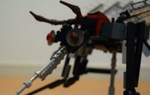 地球防衛軍に出てきそうな大きな蚊をLEGOで作ってみた。同じくLEGOで作った蚊取り線香とマッチで退治しちゃいます