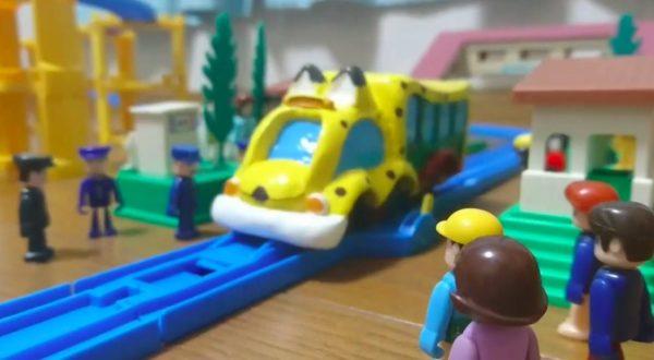 トコトコ走る姿が可愛い!『けものフレンズ』プラレールを改造してジャパリバス作ってみた