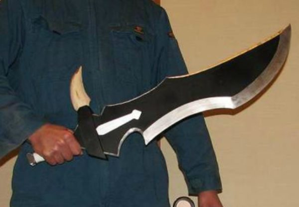 一狩り行こうぜ! 『モンスターハンター』の片手剣・ハンターナイフを6kgのアルミで作ってみた