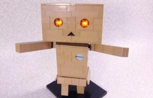 LEGOで『よつばと!』ダンボーを完全再現! スイッチ部分も可動して目が光ります