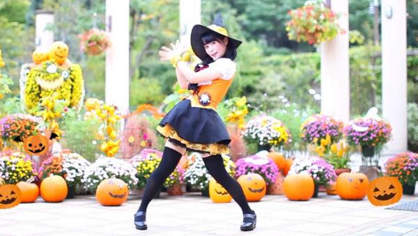 魔女っ子コスの踊り手がジャック・オ・ランタンたちに囲まれて『Happy Halloween』をダンス!「可愛さが神すぎてヤバい」