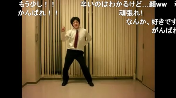 将棋の羽生善治似のオッサン、キレッキレのダンスを披露。ハートポーズも全力で踊りきる姿に「癒される」の声多数【ハッピーシンセサイザ】