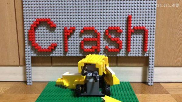 """『ルパン三世』や『名探偵コナン』に出てくる""""追われる車""""をレゴで作ってみた! 阿笠博士と灰原哀が乗り込んで、大型トラックに追われてクラッシュするシーンを完全再現!"""