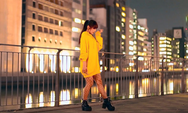 網タイツ&ポニーテールの美少女、きらめく夜景の中で華麗にダンスを披露! 楽曲は『だから言ったでしょ?』【踊り手:七河みこ】