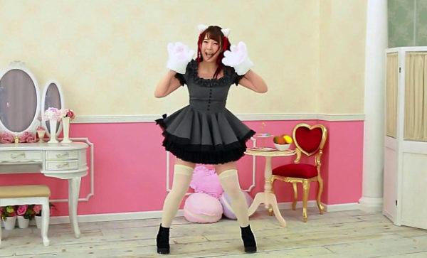 """猫耳美少女の""""にゃんにゃんダンス""""がキュートすぎ! 曲のクライマックスで披露する猫パンチに「キュン死しちゃう」【踊り手:ありしゃん】"""